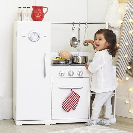 Play Kitchens & Accessories